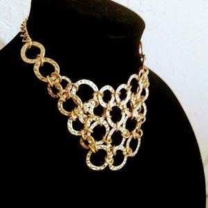 Jewelry - Gold toned statement necklace!